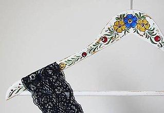 Nábytok - Maľovaný vešiak Elsa - 6546721_