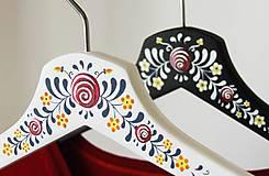 Nábytok - Sada maľovaných vešiakov (Anička + Janíčko) - 6550930_