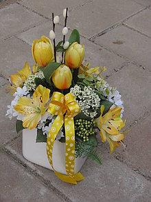 Dekorácie - Jarná dekorácia so žltými tulipánmi - 6557622_