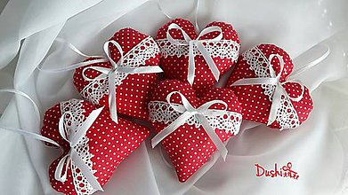 Darčeky pre svadobčanov - červené srdiečka s krajkou a levanduľou - 6555739_