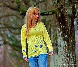 Tričká - Dámske žlté tričko s modrými lemami, šité a maľované VESNA - 6558535_