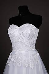 Šaty - Korzetové svadobné šaty z korálkovej krajky - 6559421_