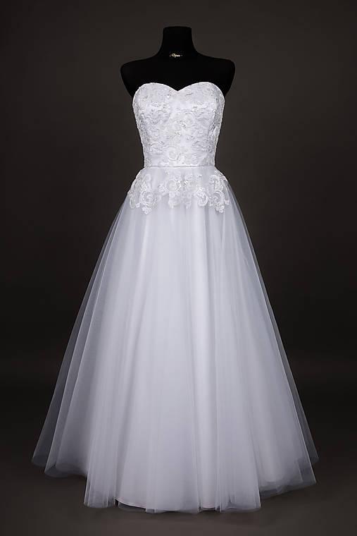 966c8a8a9001 Korzetové svadobné šaty z korálkovej krajky   Dyona - SAShE.sk ...