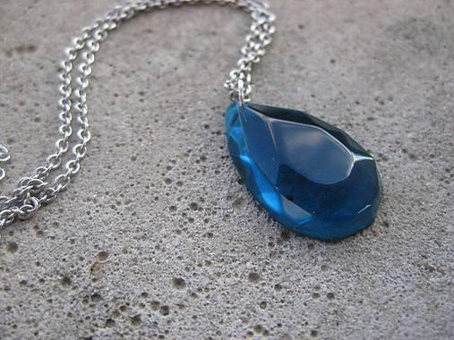Živicová  slza farebná (Modrá kryštálová kvapka - náhrdelník, č1503)