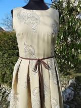 Šaty - v béžovom šate - 6567307_