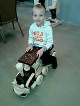 Detské odrážadlo, drevený vlak s úsmevom