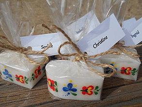 Darčeky pre svadobčanov - folklórne sviečky/zabalené - 6570013_