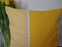 Úžitkový textil - vankúš so širokou krajkou - 6576806_