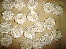 Drobnosti - Saténové ruže so zicherkou - 6577285_