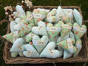 Darčeky pre svadobčanov - Svadobné srdiečka MINT FLOWER s iniciálkami, 10 cm - 6586080_