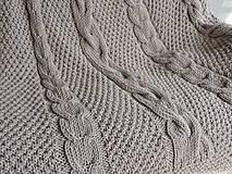 Úžitkový textil - Pletená deka s osmičkovým vzorom - 6590128_