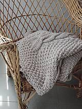 Úžitkový textil - Pletená deka s osmičkovým vzorom - 6590130_