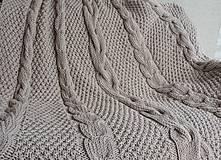 Úžitkový textil - Pletená deka s osmičkovým vzorom - 6590137_