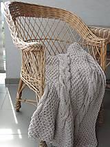 Úžitkový textil - Pletená deka s osmičkovým vzorom - 6590139_