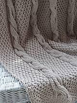 Úžitkový textil - Pletená deka s osmičkovým vzorom - 6590143_
