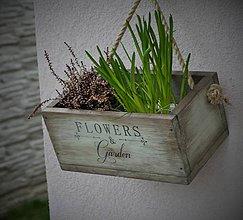 Nábytok - Závesná debnička na kvetiny - 6591223_