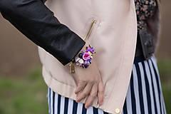 Náramky - Kvetinový náramok na drôtiku