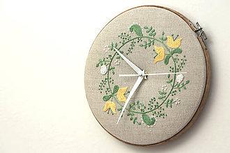 Hodiny - Amélie, ručne vyšívané nástenné hodiny - 6600273_