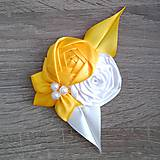 Žlté pierko pre ženícha