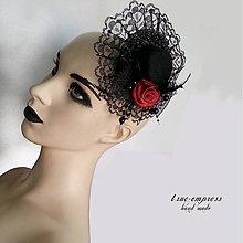 Ozdoby do vlasov - Gothický klobúčik s bordovou ružou - 6603938_