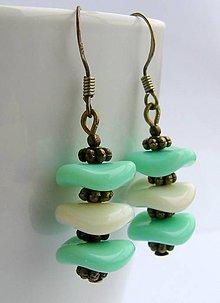 Náušnice - Náušnice jemne zelené s bielou perleťou - 6604157_