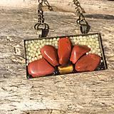 prívesok :kvet z červeného jaspisu