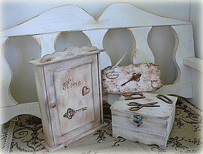 Nábytok - Klúčová skrinka Vintage :) - 6615210_