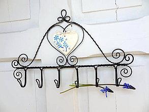 Nábytok - modrotlačové srdce...folk vešiak - 6619891_