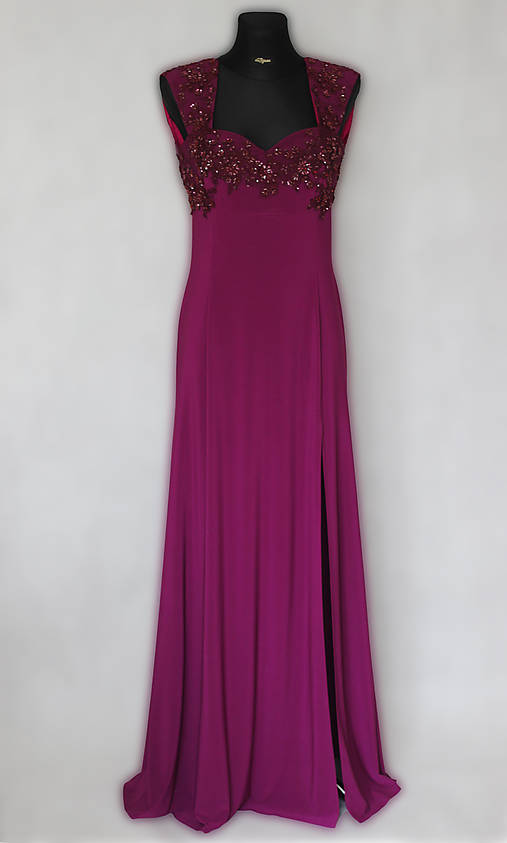 7c23155d23ee Elastické spoločenské šaty vyšívané korálkami rôzne farby   Dyona ...