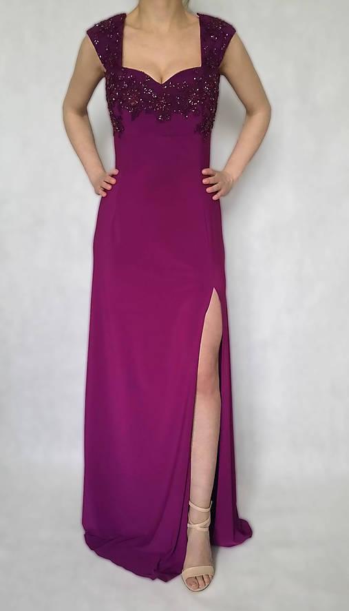 Elastické spoločenské šaty vyšívané korálkami rôzne farby   Dyona ... 0c4735674b1