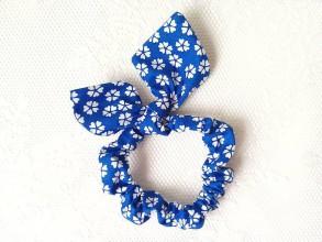 Ozdoby do vlasov - Gumička do vlasov (modrá/biele kvety) - 6628565_