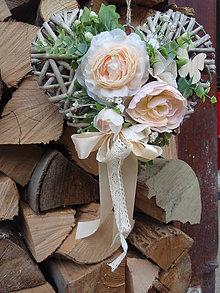 Dekorácie - Srdce s marhuľkovými kvetmi s motýľom - 6631104_