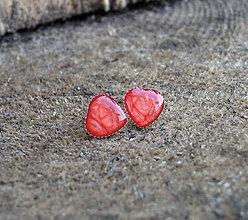 Náušnice - Srdiečka kovové 8 mm (červené) - 6633627_