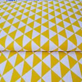 oranžové trojuholníky; 100 % bavlna, šírka 160 cm, cena za 0,5 m