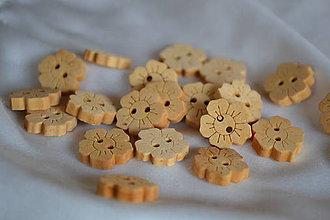 Galantéria - Drevené gombíky kvety 15mm, 0.55 na 0.27€/10ks - 6638739_