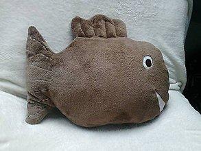 Úžitkový textil - Vankúš ryba hnedá chlpatá - 6650553_
