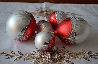 Dekorácie - Vianočná sada na stromček v červeno-bielom  matnom prevedení - 6657463_