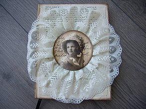 Papiernictvo - Čipkovaný zápisník - Dievčatko v klobúku - 6673214_