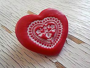 Odznaky/Brošne - ..z babičkinej truhlice-červená brošňa - 6673159_