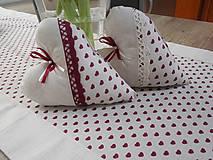 Úžitkový textil - štóla na stôl 40x140cm ľanovo béžová s bordovými srdiečkami  (40x140 cm) - 6685821_