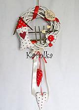 Dekorácie - Venček na dvere - Utkaný z jahodovej peny - 6683380_