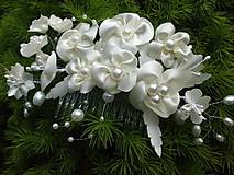 - svadobný hrebienok s bielymi kvetmi - 6693783_