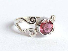 Prstene - strieborný prsteň s ružovým turmalínom - 6704746_