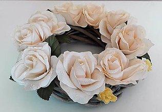 Dekorácie - Veniec z prútia S ružami. - 6707639_