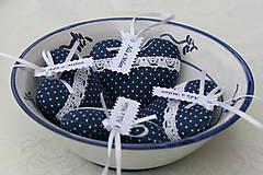 Darčeky pre svadobčanov - Tmavomodré folk srdiečka - 6714288_