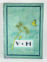 Kniha hostí zelenkavá s lúčnymi kvetmi a vtáčikmi inšpirovaná Art Deco