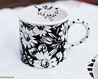 Nádoby - Šálka 650ml široká - čierne kvety - 6716091_