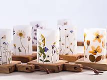 Svietidlá a sviečky - Robustus Svietnik s kvetinovým tienidlom - jarné kvietky - 6723099_