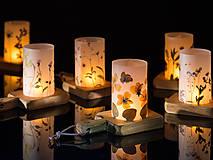 Svietidlá a sviečky - Robustus Svietnik s kvetinovým tienidlom - jarné kvietky - 6723102_