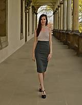 Úpletová šedá sukňa so zvýšeným pásom